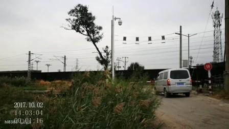 天津北环线塘黄公路道口(会车过程)