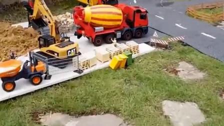 宝宝工程车 挖掘机拖拉机水泥搅拌车工作视频.avi