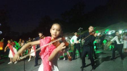 在熊婆婆网红花园 群奏我和我的祖国 高效弦琴中心