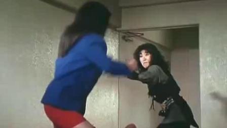 红色短裙正义对军刀反派女军官 反派女军官被杀