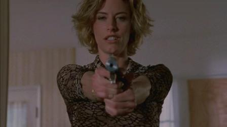 女杀手消音枪杀