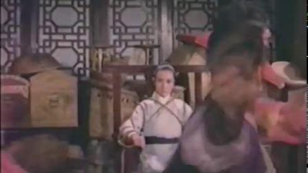 女武侠一个人去救被绑的美女武侠