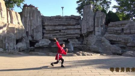 秦皇岛芳菲广场舞学跳两座山老桂正面演示大山的呼唤