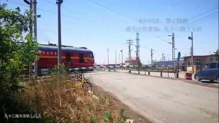 这个月津沽公路道口 成了货车