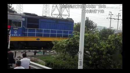 天津钢管公司津塘公路铁路道口作业