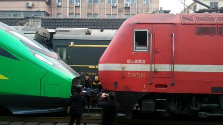 00115次西安站2道换挂 SS7E0056连挂CR200J