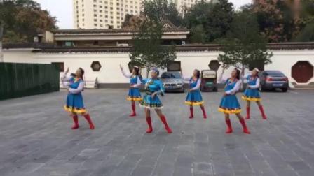 十月玫瑰(🌹中间红色藏族舞服)2019年10月23号下午西苑公园和舞蹈队姐妹欢聚一堂欢歌共舞★藏族舞蹈《博尔塔拉我可爱的家乡》照片视频