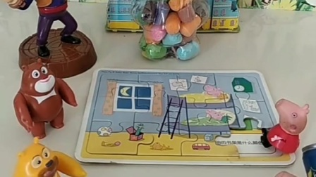 小猪佩奇乔治来玩玩具,发现乔治的拼图少了,帮乔治去找