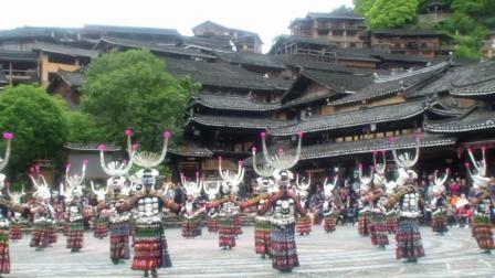 【贵州西江千户苗寨歌舞表演花絮】(卧龙老高摄制)。