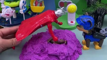 怪兽想躲过奥特曼的追捕,藏在沙子里,奥特曼能发现吗?