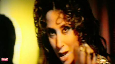 宝莱坞经典电影《羞耻》女星 Urmila Matondkar 客串经典歌舞插曲 Aaye Aa Jaiye