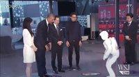 奥巴马与日本机器人上演足球大战