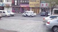 街拍警车紧急喊话开道