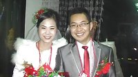奇葩一幕、桃江一对新人结婚胸前缀满百元大钞