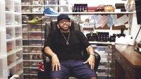收藏狂人,共拥有价值 750000 美金的球鞋收藏!