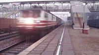 印度WAP-5机车牵引列车150KM/h通过