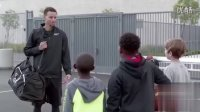 库里在街头球场遭小学生羞辱!!NBA 科比 詹姆斯  - YouTube【天空蓝Ken】