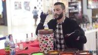 他来自叙利亚 他在成都画沙画