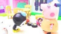 粉红猪吃饭午饭和海底小纵队 巴克队长呱唧猫史努比一起玩球 儿童玩具过家家 游戏视频