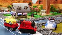 『奇趣箱』小趣配音之变形警车珀利请赛车总动员卡布帮忙,找到托马斯小火车。
