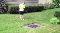 【极酷花园】美国人在排水口钓黑鲈