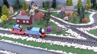 托马斯小火车 托马斯正在和小伙伴们举行弹射赛车比赛 培西 詹姆士 板牙 趣味玩具视频