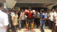 仅需美元 印度学生制作弱鸡版钢铁侠盔甲