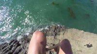 男子在南加州水晶湾悬崖跳水 差点撞上礁石送命 所幸只是擦伤后背