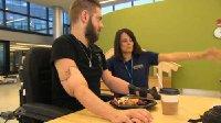 现代医学再造奇迹 美国士兵双臂移植成功