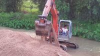 挖掘机视频 挖土机工作视频表演