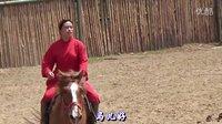 宝宝初看世界 看红衣女骑师骑马 听骑木马MV