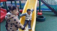 亲子互动游戏-宝宝在幼儿园滑滑梯骑木马翘翘板-儿童乐园游乐场玩海洋波波球滑滑梯蹦极跳蹦蹦床太空舱火箭 迪士尼波波球池寻宝 汽车总动员玩具
