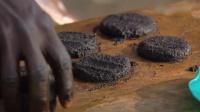 非洲兄弟的黑暗料理 蚊子汉堡营养竟是牛肉7倍?