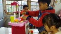 亲子益智玩具263/宝贝们在做美味晚餐 迪士尼玩具米妮厨房玩具 玩具蔬菜食品玩具 水果忍者 切玩具 猪猪侠玩具车超级飞侠水果切切看 玩具妈妈过家家亲子游戏