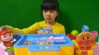 亲子游戏猪猪侠面包超人钓鱼比赛玩具总动员