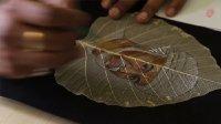 传承千年的手艺 印度小哥在树叶上画画