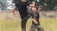 特种兵教你防身术: 当别人摆拳打过来时如何用膝盖攻击!