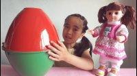 亲子游戏宝贝和芭比娃娃拆超大奇趣蛋惊喜蛋