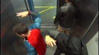 蝙蝠侠VS蜘蛛侠在电梯里【Batman vs. Superman Elevator Prank! 】