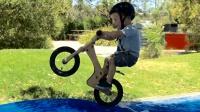 《美骑快讯》第171期 还有这种操作? 三岁半宝宝用平衡车玩花式