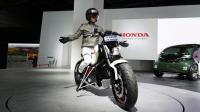 本田黑科技! 能自动平衡的电动两轮摩托车Riding Assist-e实拍
