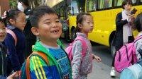 【6岁】10-12哈哈跟奶奶在小广场玩耍,等爸爸妈妈下班VID_172434