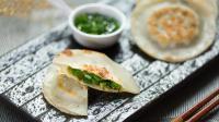 用水饺皮来做葱油馅饼, 方便又美味!