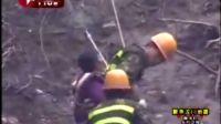 5千灾民被困5天 解放军战士翻山越岭救援
