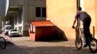 超强自行车攀爬特技表演(4)