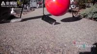 iPhone 5 惨遭'啪啪啪' 保龄球跌落毁灭碰撞测试