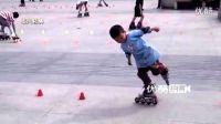【拍客】成都4岁小男孩广场秀超牛花样轮滑!!!