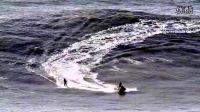 巨浪滔天,用生命去冲浪,向大海致敬!