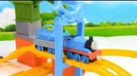 托马斯小火车运输鲨鱼 火车轨道玩具