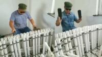 水管工把水管当乐器 持拖鞋演奏美妙乐曲
